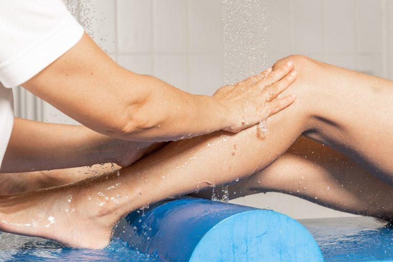 Massage jambes sous eau thermale station thermale Luz-Saint-Sauveur