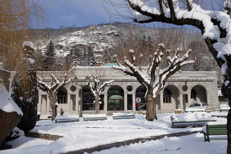 station_thermale_Ax_les_Thermes_Bains_du_Couloubret_sous_la_neige_