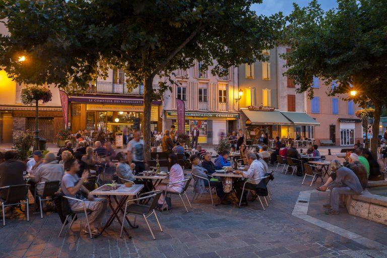 station_thermale_Ax_les_Thermes_Place_roussel_de_nuit_©Alain_Baschenis