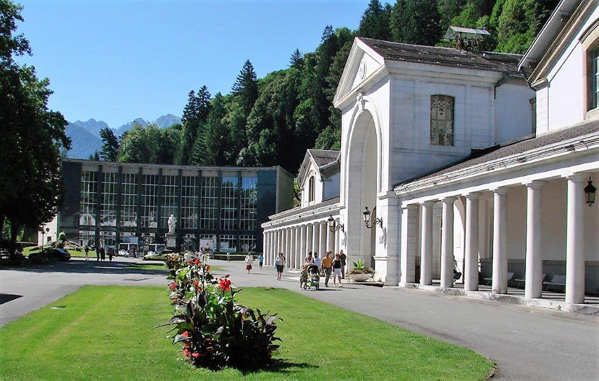 station_thermale_bagnères_de_luchon_entrée_vue_panoramique_établissement_thermal
